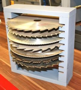 Maintain miter saws blade