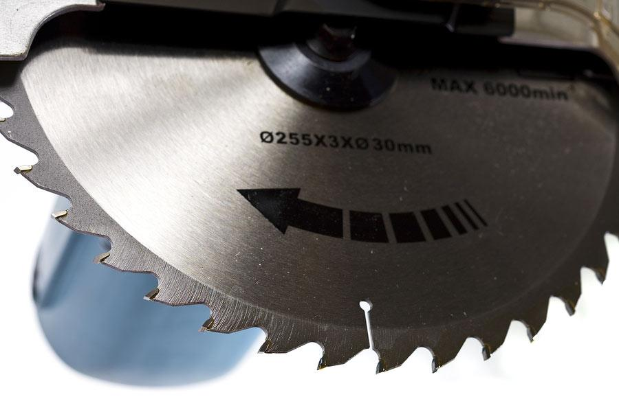 How wide cuts you can make with 10 inch miter saw when it comes to a miter saw the size originally indicates the diameter of the blade mounted on the saw the size of the blade usually ranges from 725 to greentooth Choice Image